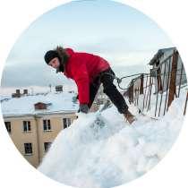 Уборка снега с крыши, альпинисты, в Томске