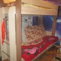 Кровать двух ярусная внизу раскладной диван, в Кушве