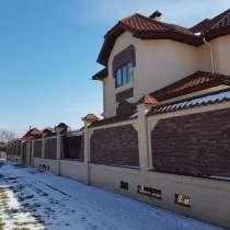 Новый дом на угловом участке вместе с гостевым, в Армавире