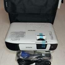 Новый яркий и надежный проектор Epson eb-e05, в Ялте