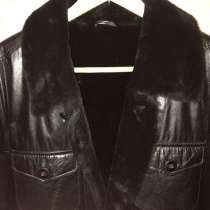 Продам мужскую новую теплую куртку из натур. кожи р-р 48, в Омске