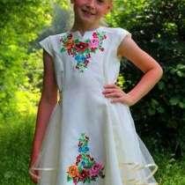Очень красивое платье Вышивка, в г.Новомосковск