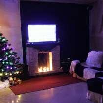 Продам телевизор, камин,диван,елку с игрушками и гирляндами!, в г.Бишкек
