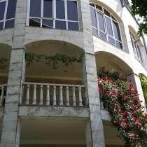 Трехэтажный дом,в центре Еревана, в г.Ереван