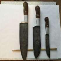 Продается подарочный набор кухоных ножей(кленовый листолад), в Феодосии