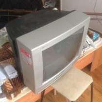 Продаётся телевизор 1000 рублей с пультом, в Белгороде