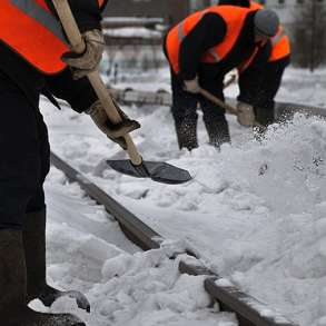 Уборка снега, чистка крыш, в Москве
