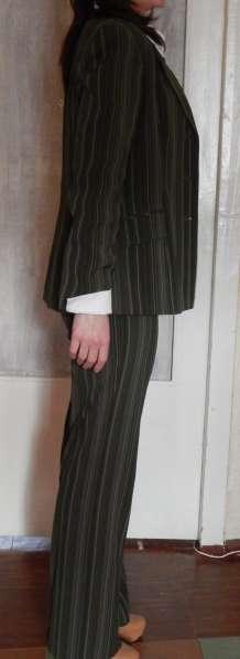 Костюм деловой (юбка, брюки, жилет, пиджак, блуза, галстук) в фото 8