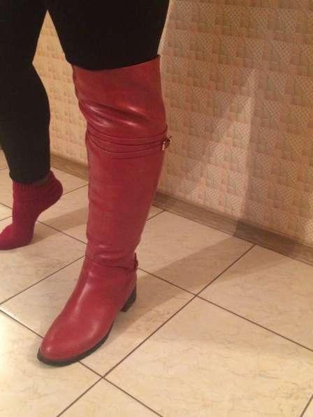 Сапоги красного цвета