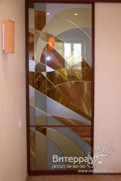 Двери с оформлением витражами