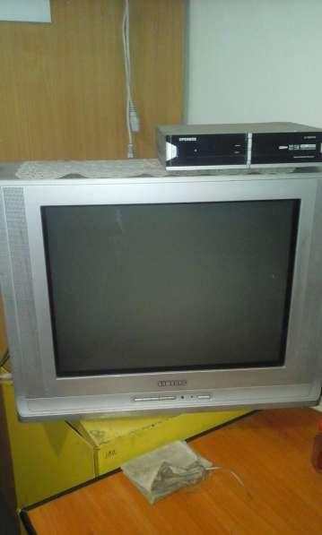 Продам недорого телевизор Самсунг
