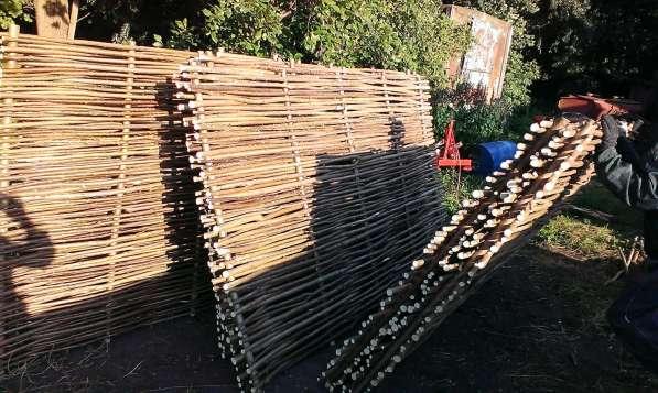 Плетеный забор из лозы