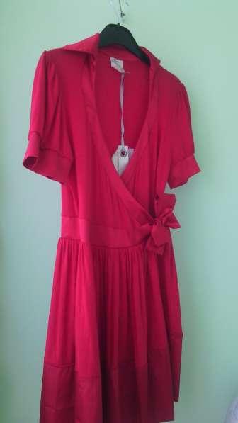 Фирменное красное платье