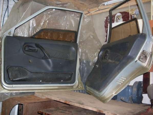 На ВАЗ-21150 двери правые в сборе