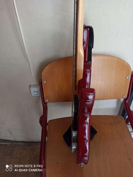 Бас гитара 5 струн и комбик 45 ват в фото 6