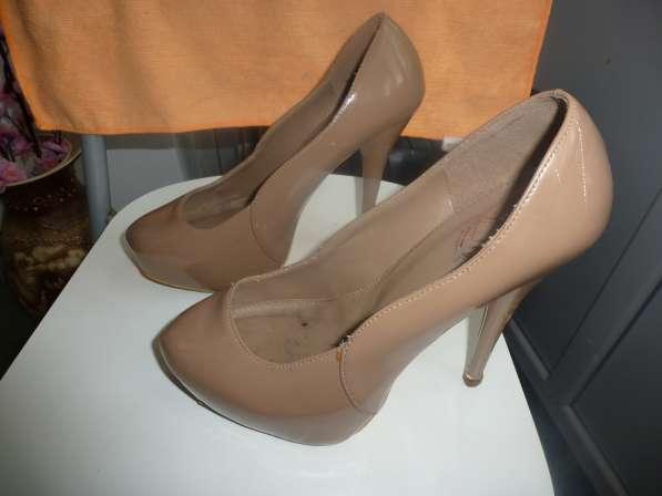 туфли бежевые каблук 10 см продам 39 размер