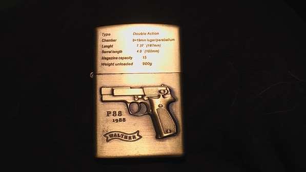 Зажигалка бензиновая ZIPPO с изображением пистолета Валь