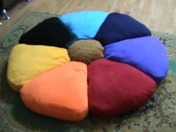 Детский коврик из подушек