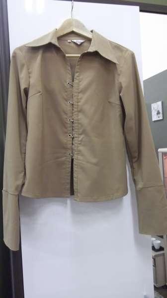 Блузка (рубашка) НОВАЯ, бежевого цвета, р. L