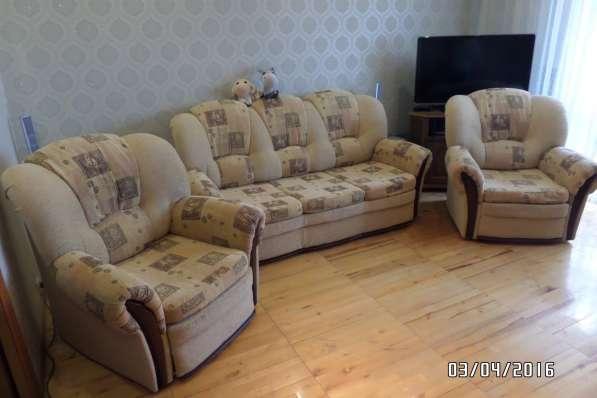 Красивый комплект мягкой мебели в отл. состоянии