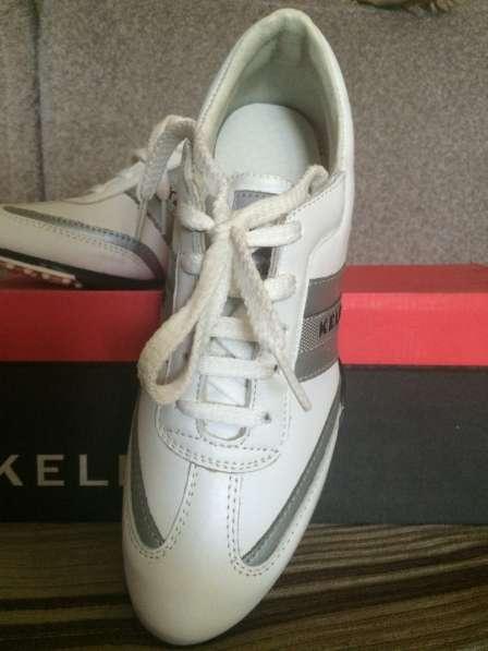 Продаю кроссовки женские 37 размер