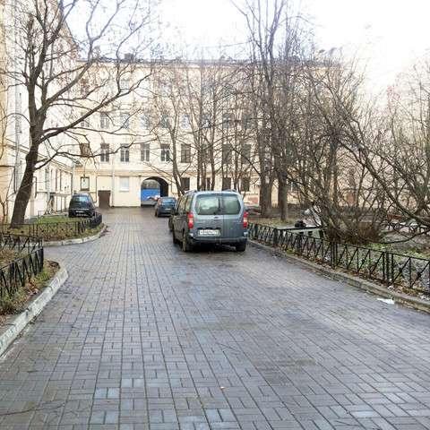 Трехкомнатная квартира на углу Лермонтовского и Канонерской
