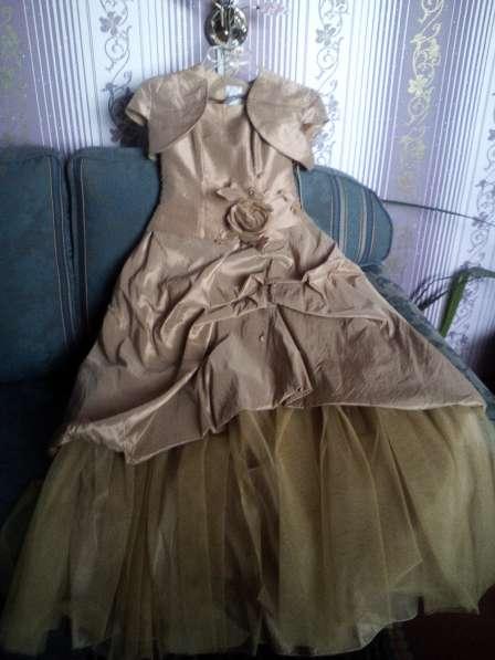 Продается новое вечернее платье S -М