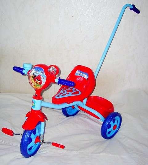 Велосипед трехколесный с ручкой Angry Birds, корзинка, но