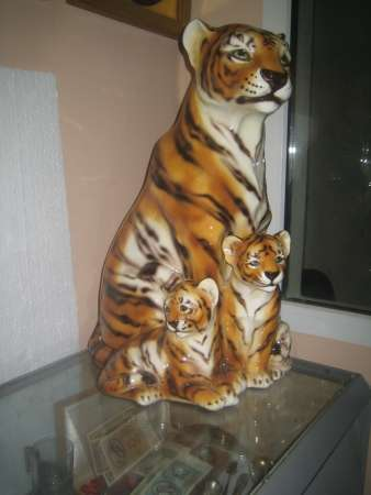 Фарфоровую статуэтку-Тигрица с тигрятами-,Каподемонте,Н-60см