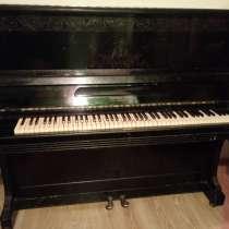 Пианино черного цвета фабрики «Красный Октябрь», в Москве