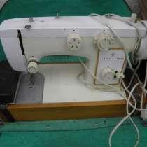 Продаю ручную швейную машинку Чайка 142 М с электроприводом, в Анапе