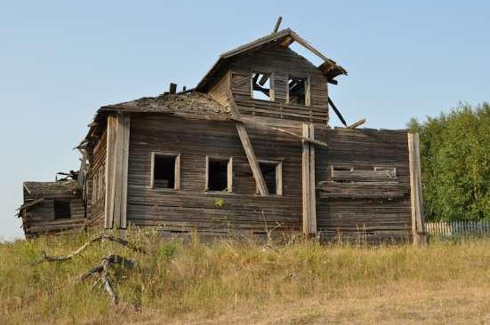 Снос домов ветхих строений. Расчистка участка