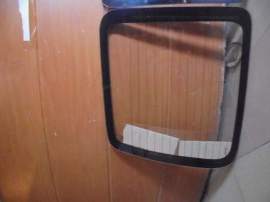 Стекло задней левой двери на Citroen Berlingo 2002-2008