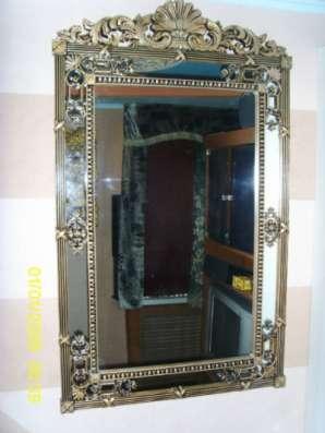 Резное настенное зеркало