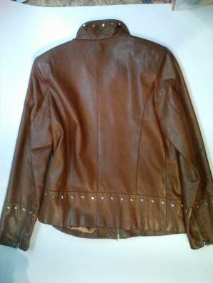 Короткая кожаная женская куртка, б/у, в хорошем состоянии в Барнауле Фото 1