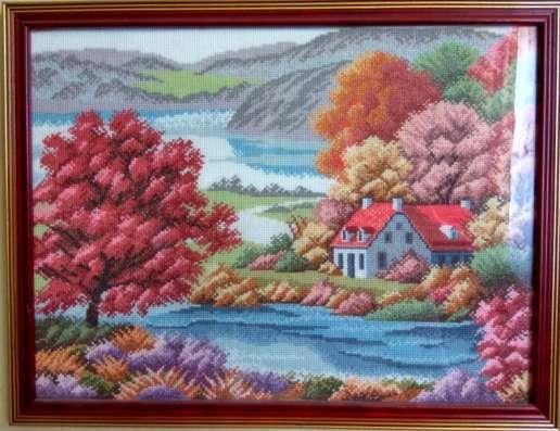 Картина в раме 43 на 33 см по раме, вышивка ручная. 9000 руб