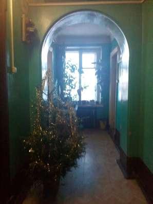 Комната на Октябрьской набережной