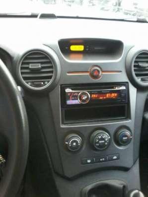 автомобиль Kia Carens