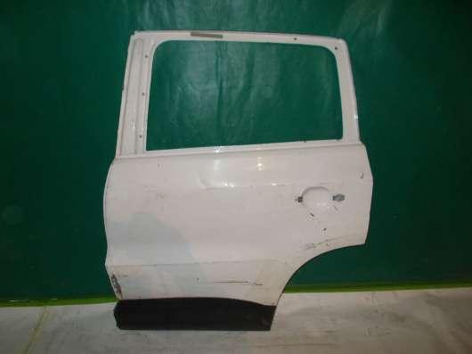 Задняя левая дверь на Land Rover Freelander 2