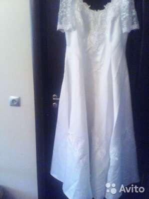 Свадебное атласное платье и акссесуары