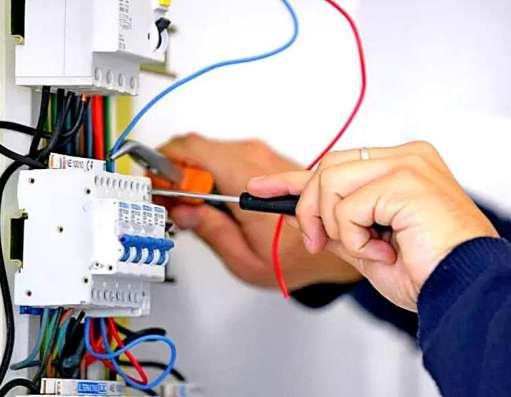 Опытный мастер на час и домашний электрик в Миассе