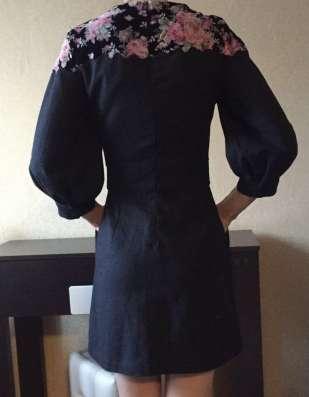 Плотное платье с цветами, xs