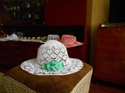 Шляпка бежевого цвета