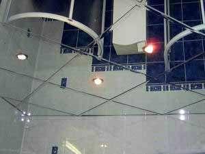 Стеклянная плитка для подвесного потолка