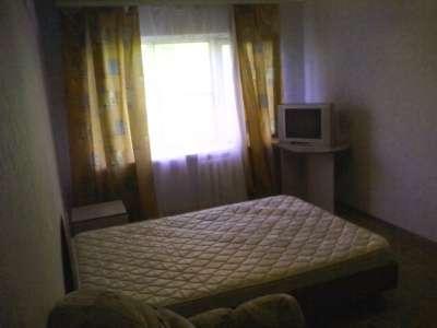 двухспальную кровать спружинным матрасом