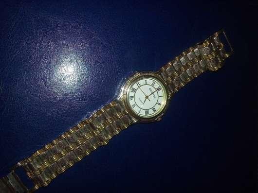 Часы Geneves с браслетом. Кварцевые