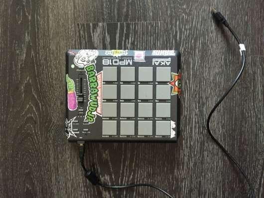 Миди контроллер AKAI MPD 18