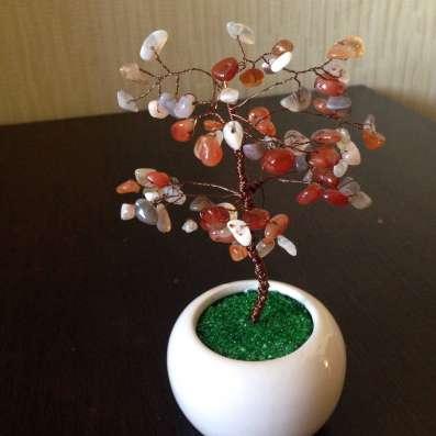 Декоративное деревце из натуральных камней