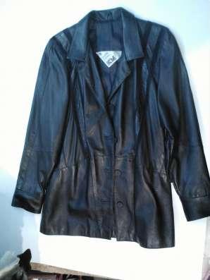 Короткая кожаная женская куртка, б/у, в хорошем состоянии в Барнауле Фото 3