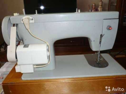 Машина швейная бытовая